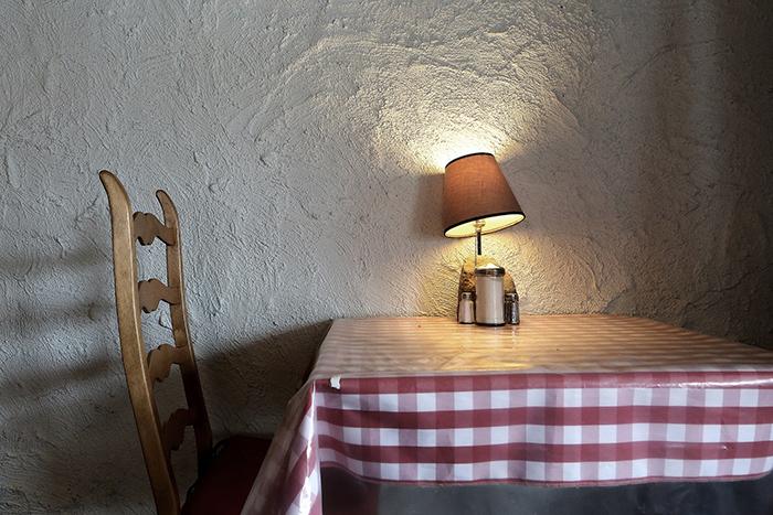 テーブルとライト