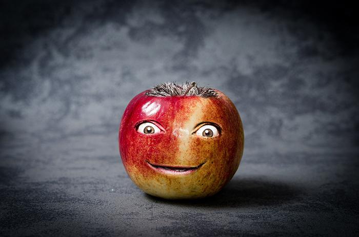 変な顔のりんご